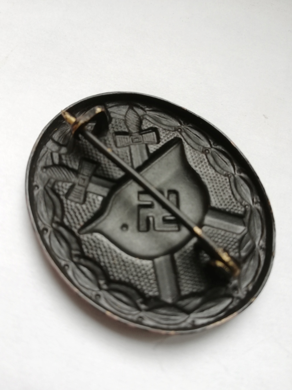 Badge blessé noir Img_2011