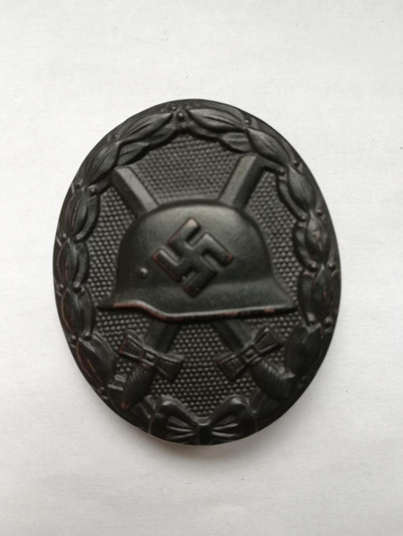 Badge blessé noir Img_2012