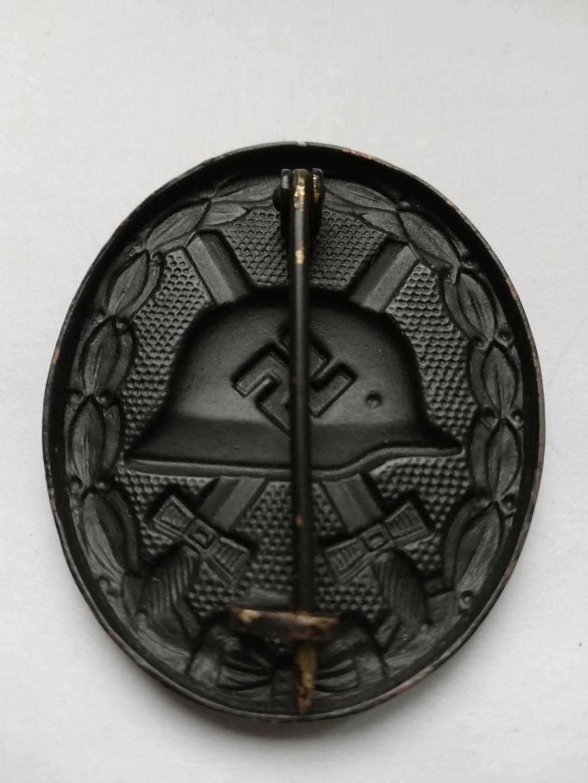 Badge blessé noir Img_2013