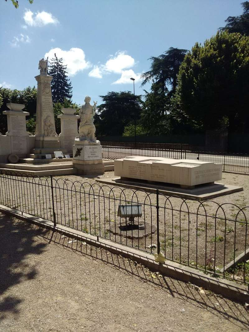 MONUMENTS AUX MORTS 1870 Crymie11