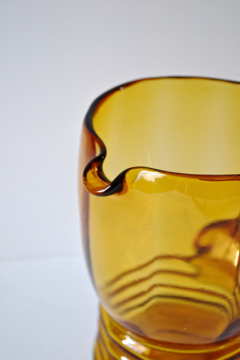Amber pitcher - beehive design with ribbed base Dsc_0010