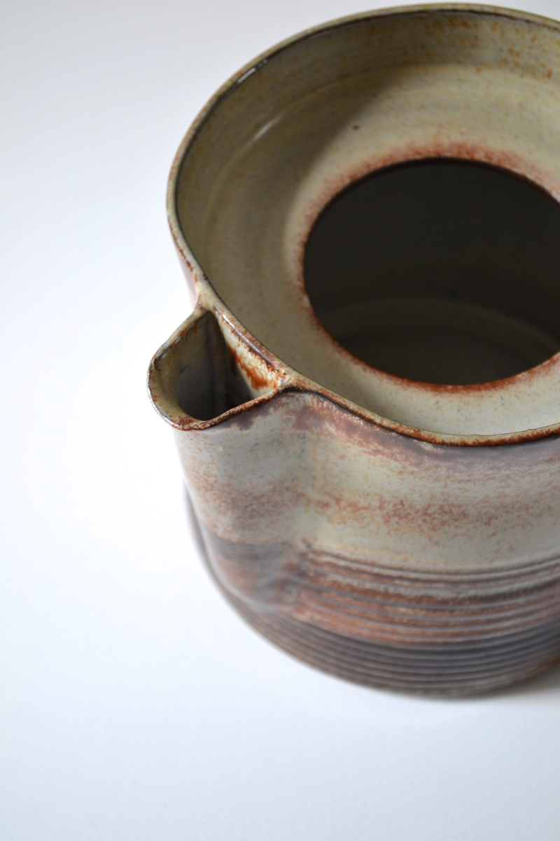 Large peach teapot with ribbed base and small inset lid  Dsc_0312