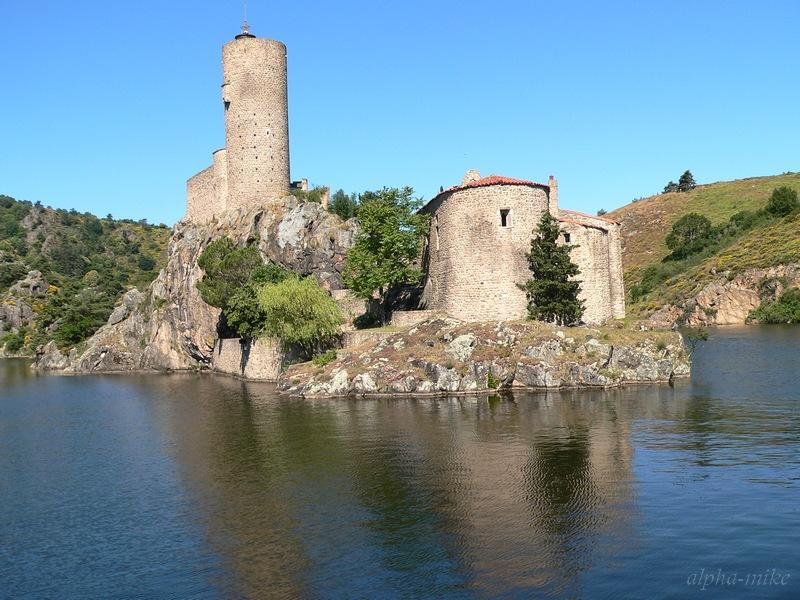Le château de Grangent, sur la Loire Chytea10