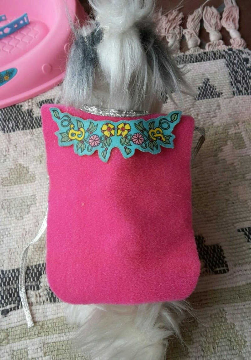 barbie camper, cucina, camera da letto, piscina, cavallo Dallas e cane Bellezza Bellez17