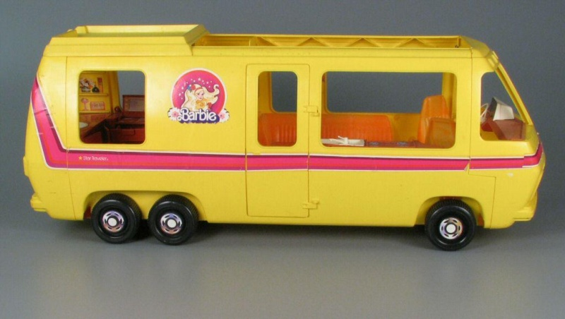 barbie camper, cucina, camera da letto, piscina, cavallo Dallas e cane Bellezza Star-t11