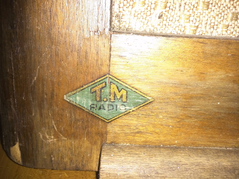 Help identifying old french radio Img45011