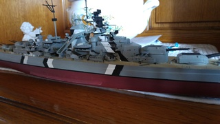 Mes maquettes le cuirasse richelieu et le cuirasse. Bismarck  au 1/400 heller 20160631