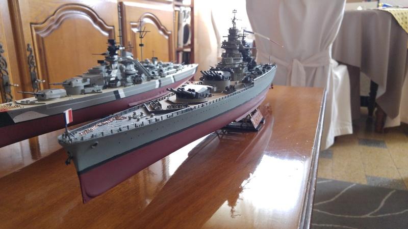 Mes maquettes le cuirasse richelieu et le cuirasse. Bismarck  au 1/400 heller 20160638