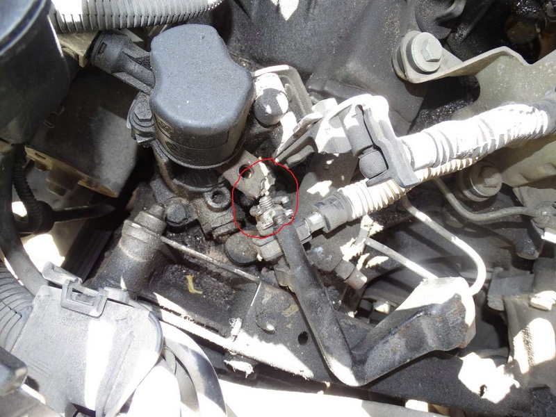 [ SEAT Cordoba tdi an 1997 ] levier de commande de vitesse cassé (résolu) Dsc01011