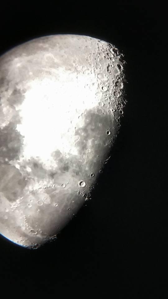 lune prise au smartphone derriere mon oculaire de 28 mm Lune1n11