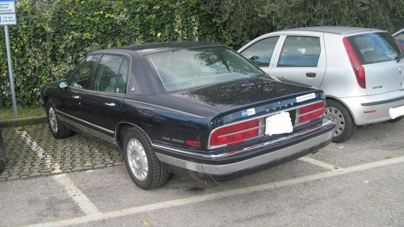 Avvistamenti auto rare non ancora d'epoca - Pagina 7 Buick_11
