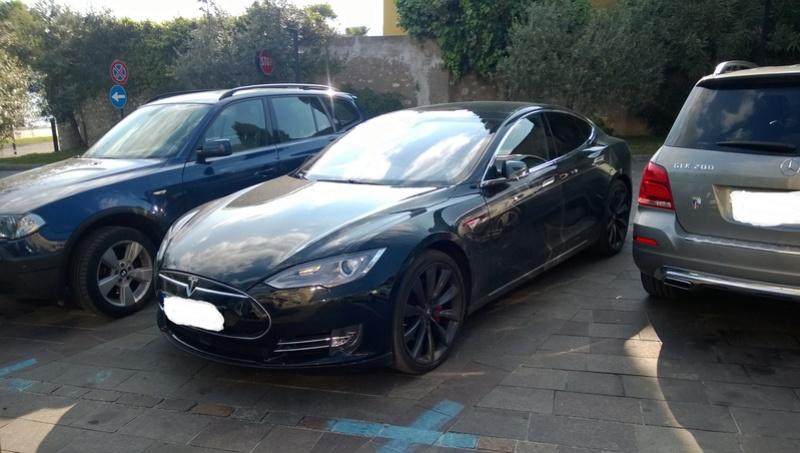 Avvistamenti auto rare non ancora d'epoca - Pagina 7 Tesla_11