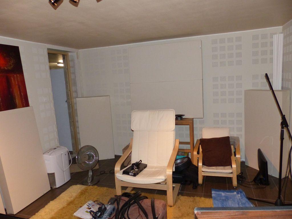 Construction de la salle d'écoute... - Page 4 P1060211