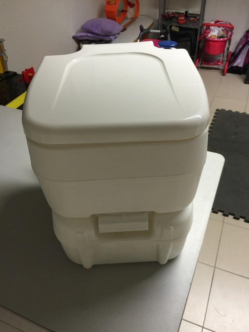 Vend WC Chimique FIAMMA Bi-Pot 39  Img_4011