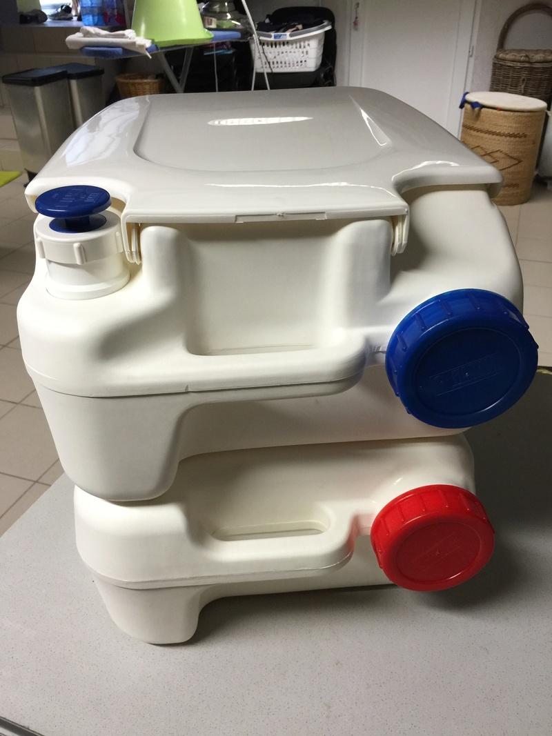 Vend WC Chimique FIAMMA Bi-Pot 39  Img_4012