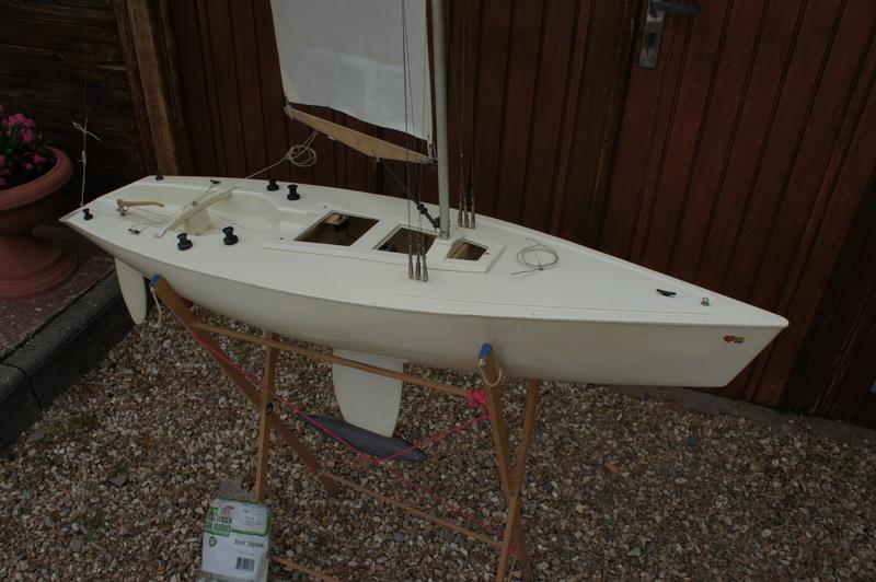 Qui peut me parler du voilier LE RUBIN de chez Graupner ? Dsc06011