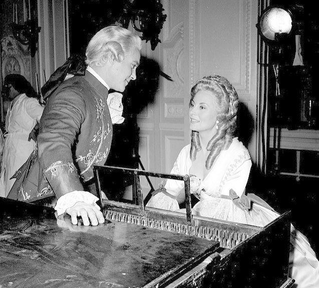 Marie Antoinette avec Michèle Morgan (Delannoy) - Page 10 Zgeich13