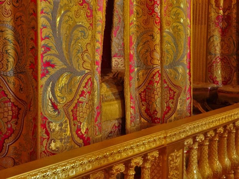 chambre - La chambre officielle du Roi  Dsc03717