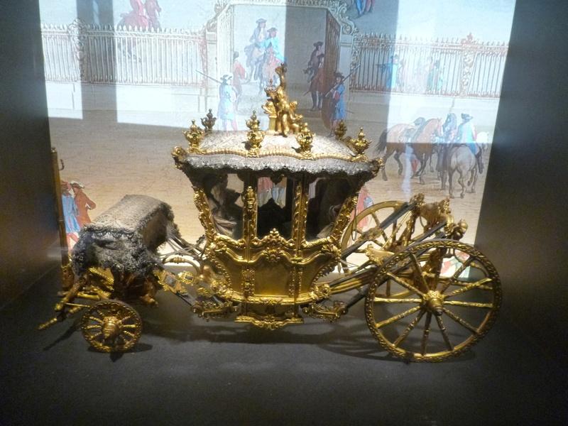 Enfin !   Réouverture de la Galerie des Carrosses à Versailles P1140411