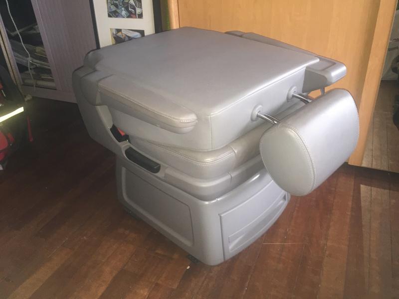 Vends siège cuir pivotant tiroir - autoradio origine - filet enfant Img_2311