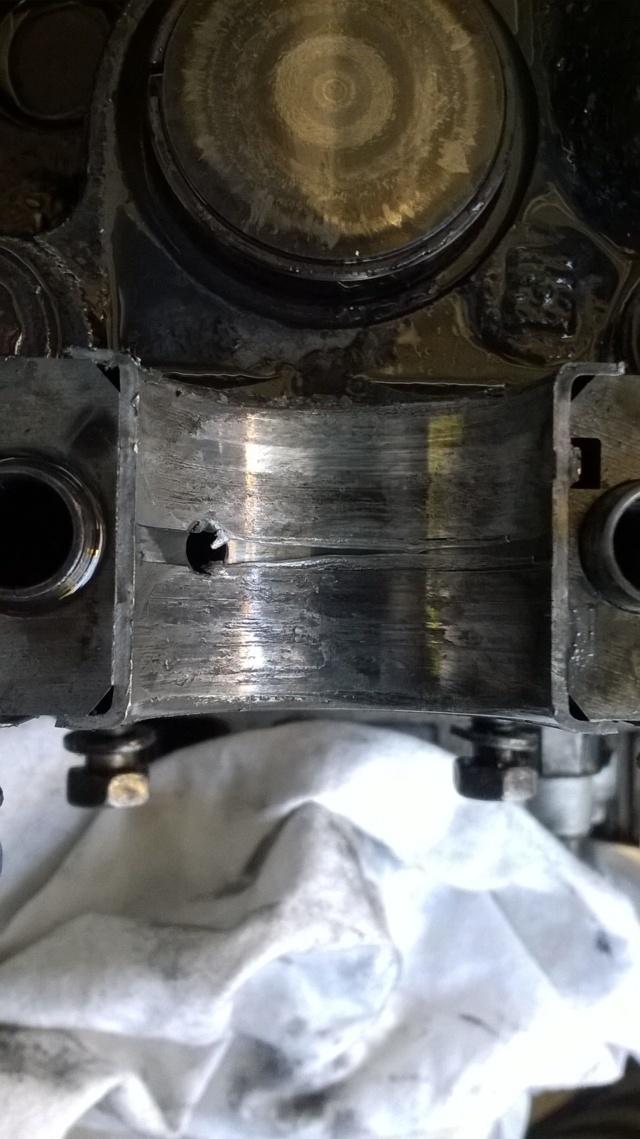 [Résolu] Plus d'huile au niveau du haut moteur !!! Wp_20112