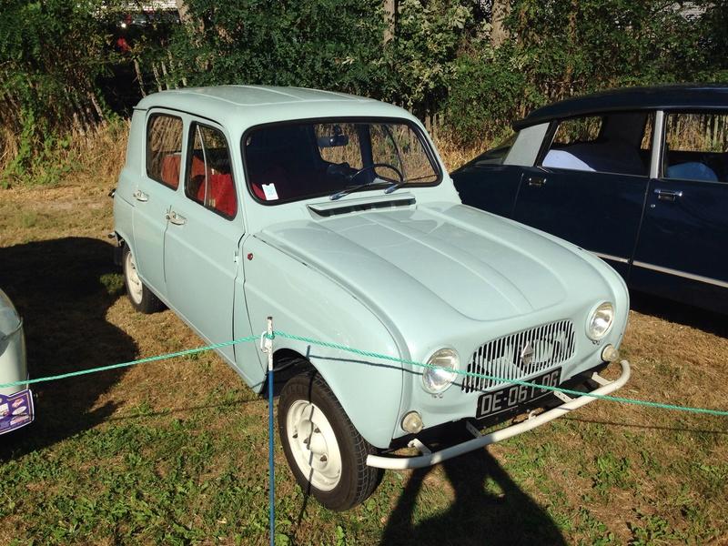 Rassemblement voitures anciennes dans la Loire Image16