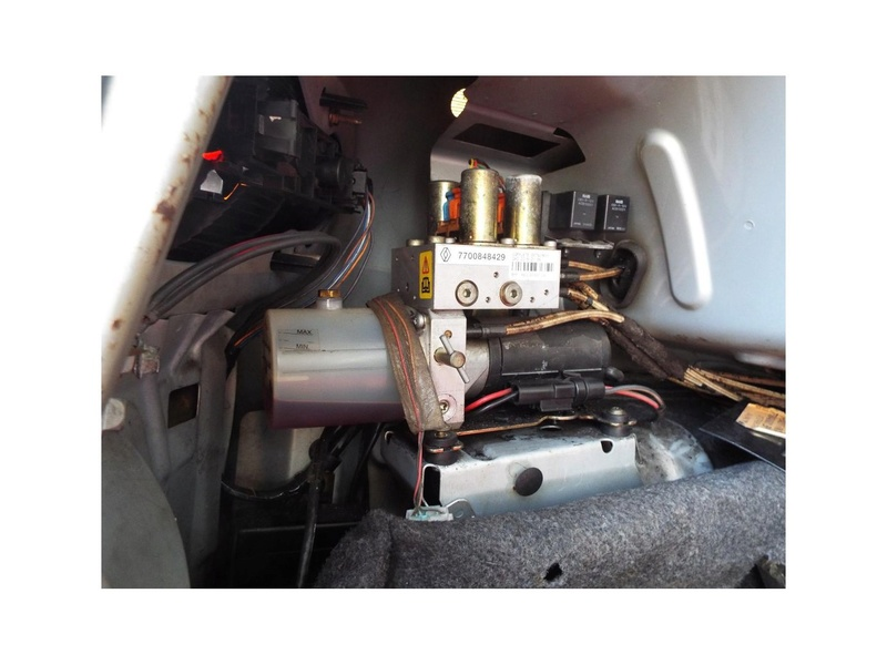 verins megane1 phase2 cabriolet Pompe_10