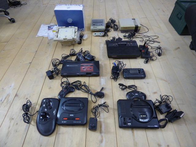 [ESTIM] lot retro - 8 consoles - 51 jeux P1000910