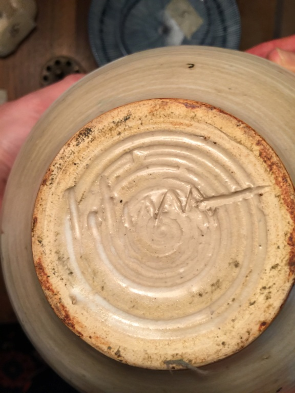Need help ID'ing the signature on this piece of pottery. 2050fc10