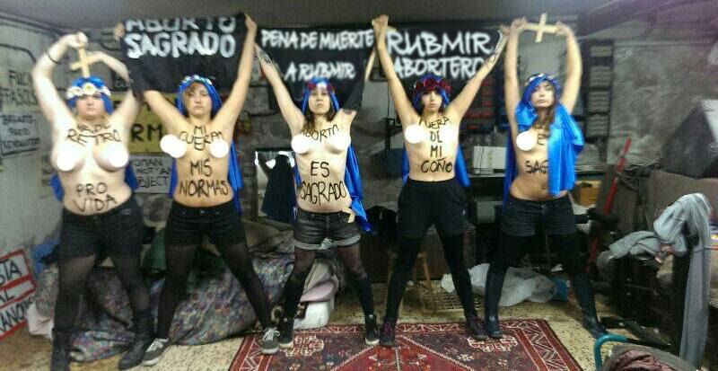 carta abierta al foro - Página 12 Femen11