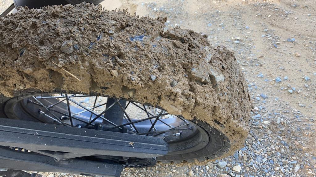 Meilleur pneu OFF road sous la pluie sur route? F09c0610