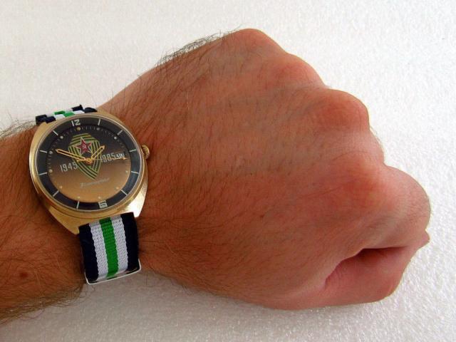 Les montres soviétiques commémoratives de la victoire  S-l16060