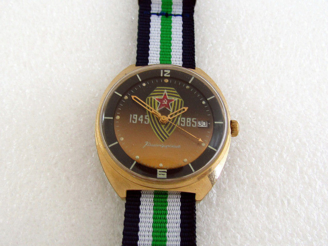 Les montres soviétiques commémoratives de la victoire  S-l16061
