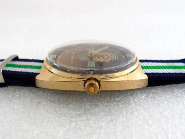 Les montres soviétiques commémoratives de la victoire  S-l16063