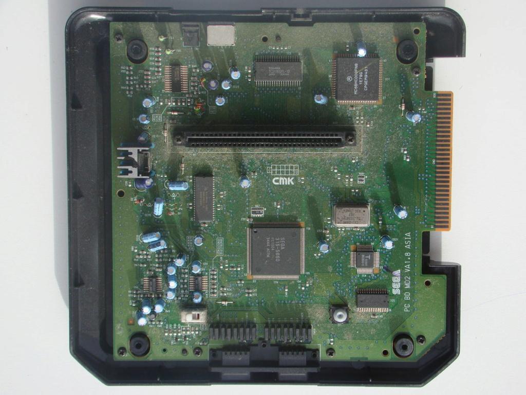 [VENDUE] Réplique d'époque Console Sega Megadrive 2 JAP + manette 6 boutons 1200px10