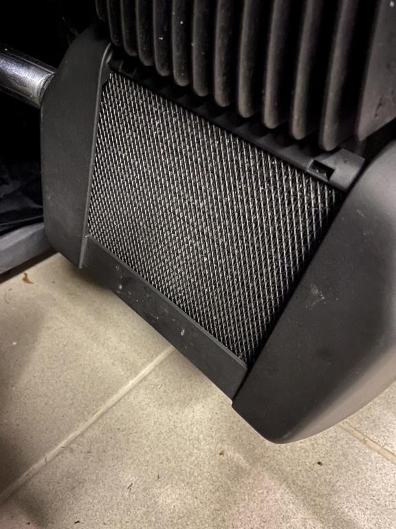 cacher le radiateur sur street glide  Img_5917