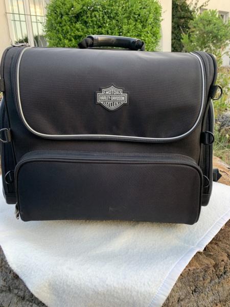 Bagage de sissy bar Touring bag Harley Davidson à roulettes. Img_6311