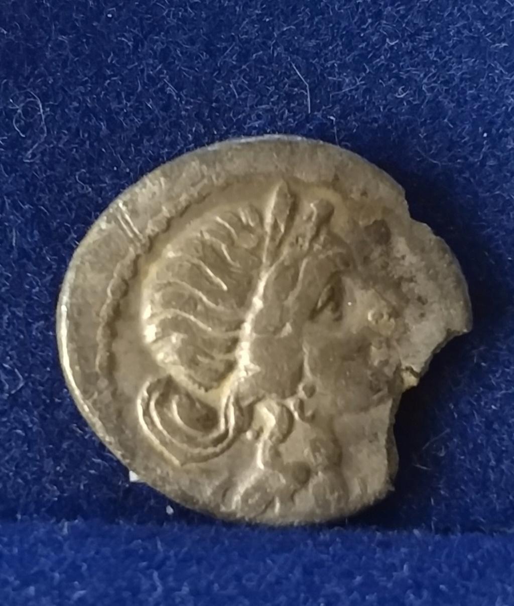 Denario de Julio César. CAESAR. Eneas con Anquises y Pallas. Img_2042
