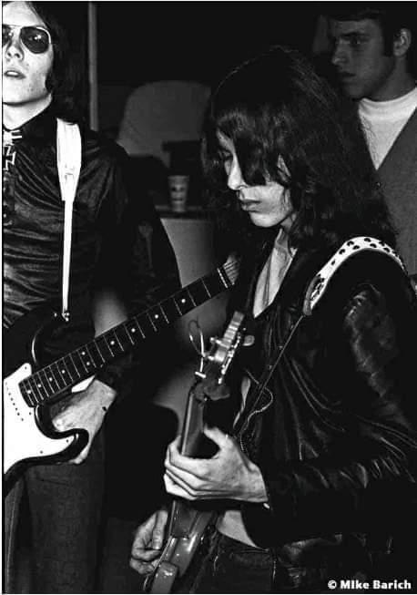 Iggy's bass players Fb_img52