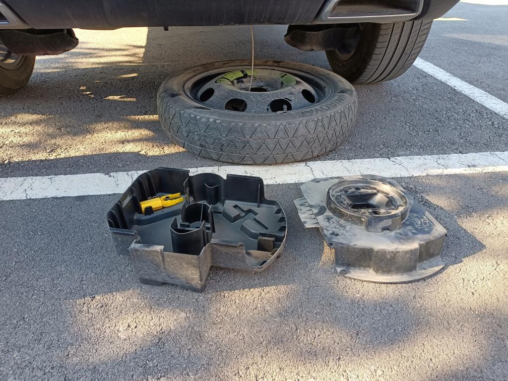 Desmontaje plástico paso de rueda Img20212