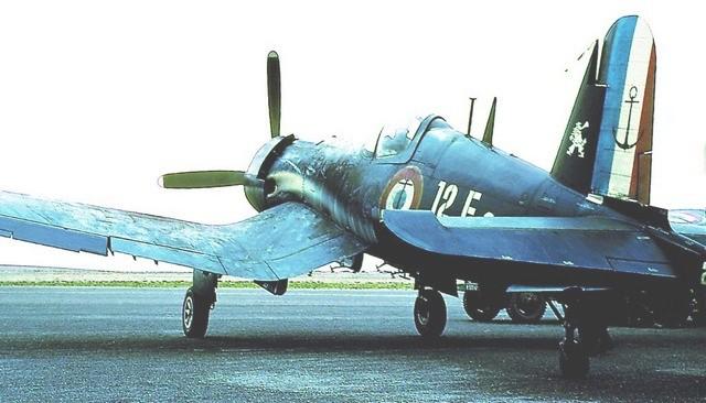 [Les anciens avions de l'aéro] F4 U7 Corsair Corsai10