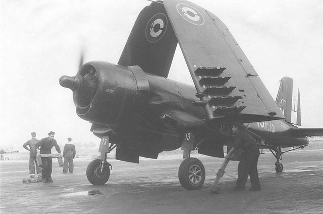 [Les anciens avions de l'aéro] F4 U7 Corsair F4u-7_10