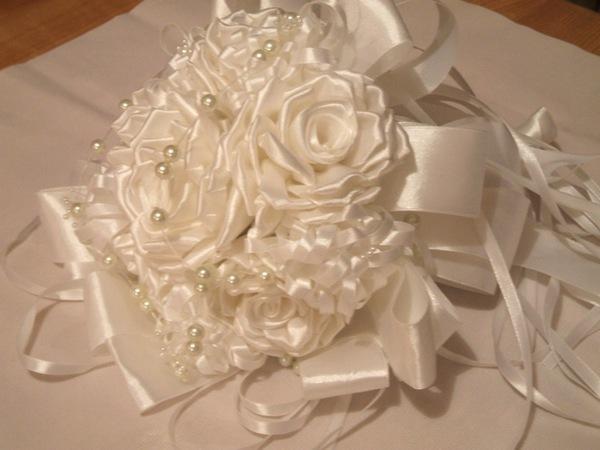 موديلات من فن التزيين بالورود مناسبة للعرائس F001010