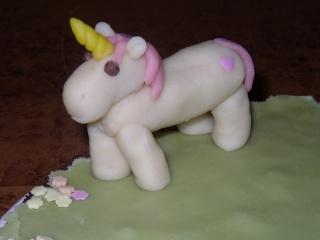 cheval, zèbre et licorne - Page 2 Licorn12