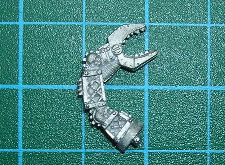 Je cherche une pince de 1cm de long, genre 40K Pince10