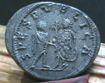 La fabrication des monnaies fourrées au 3e siècle Captur12