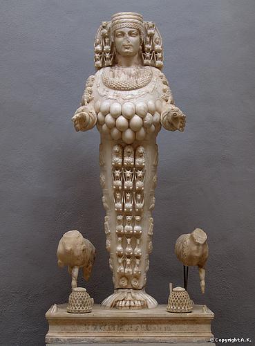 Étude de deux séries archaïques d'Éphèse Statue10