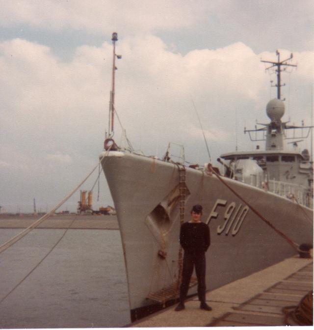 Mon pére à bord du F910 en 1977 - Page 3 Img04910