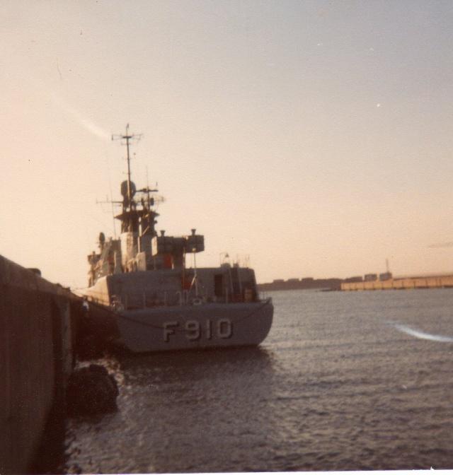 Mon pére à bord du F910 en 1977 - Page 3 Img05310