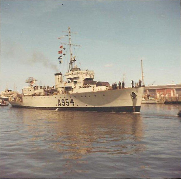 M900 / A954 Adrien De Gerlache (ex HMS Liberty) - Page 3 Photo-10
